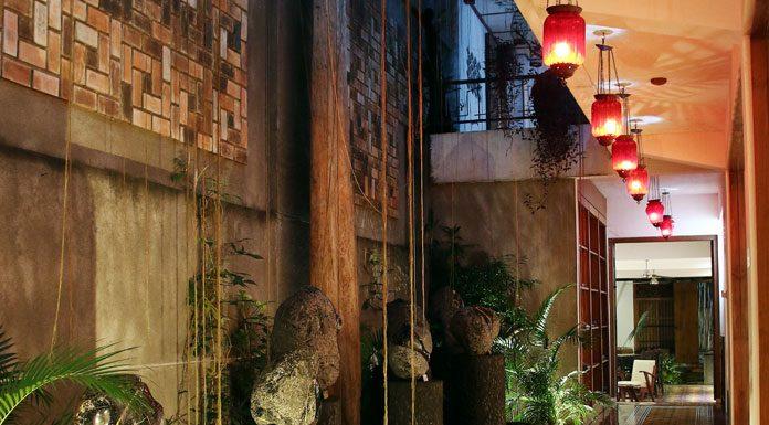 Roemah Seni Sarasvati adalah ruang pamer yang berlokasi di Jalan Jend. Sudirman No. 137 Bandung yang sudah banyak menggelar event besar seni rupa, desain dan arsitektur.