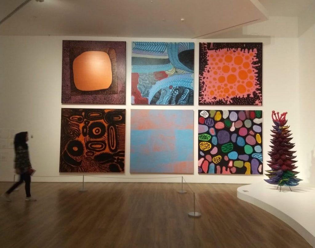 karya-karya terbaru Yayoi Kusama pada AYOI KUSAMA: LIFE IS THE HEART OF A RAINBOW di Museum Macan (doc. Rafika Lifi)
