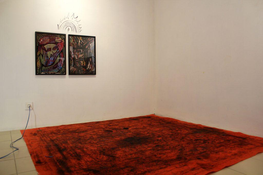 Salah satu karya yang disandingkan dengan karpet merah di pameran tunggal Samuel Indratma (Doc. Riski Januar)