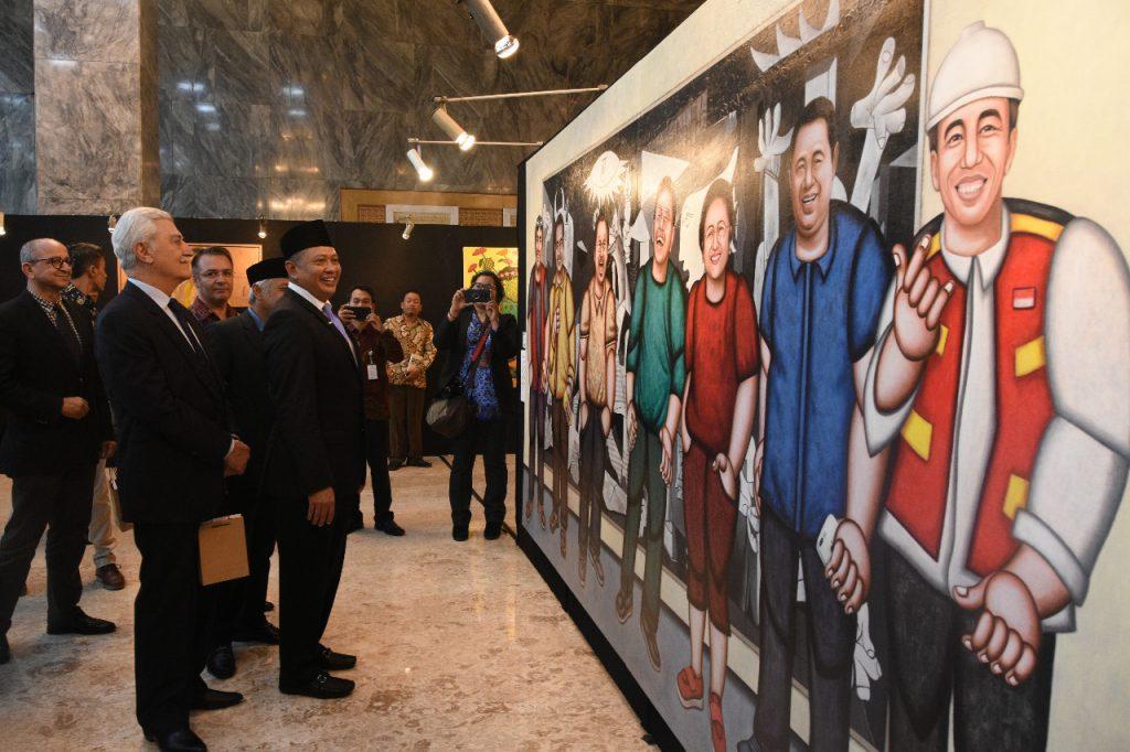 Ketua DPR RI Bambang Soesatyo bersama Pimpinan DPR dan duta besar negara-negara sahabat di Pameran